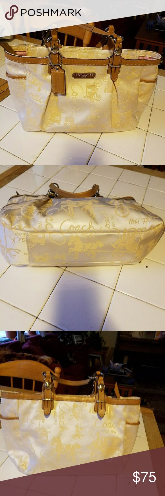 Coach handbag EUC authentuc Coach handbag with roomy interior pocket and zipper. Coach Bags Satchels
