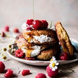 Raspberry Ricotta Croissant French Toast...because I love a really, really good (and apparently indulgent) french toast! ✨ ✨ This french toast is like no other. It's incredibly soft, buttery (hello croissants) and touched with just the right amount of sweetness from that cinnamon sugar and those fresh raspberries. And that whipped ricotta? It needs no explanation. It's the best. So. Is it the weekend yet? Saturday morning eats? <–yes, yes, yes! 🙂 . . Recipe is on the site and the link is in…