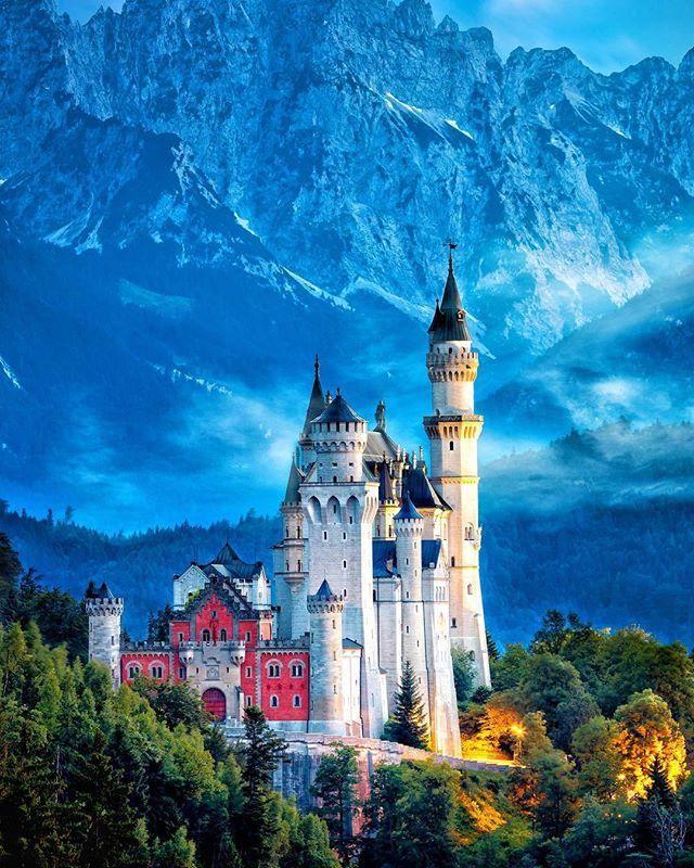 Le magnifique Château de Neuschwanstein en Allemagne tout droit sorti d'un comp…