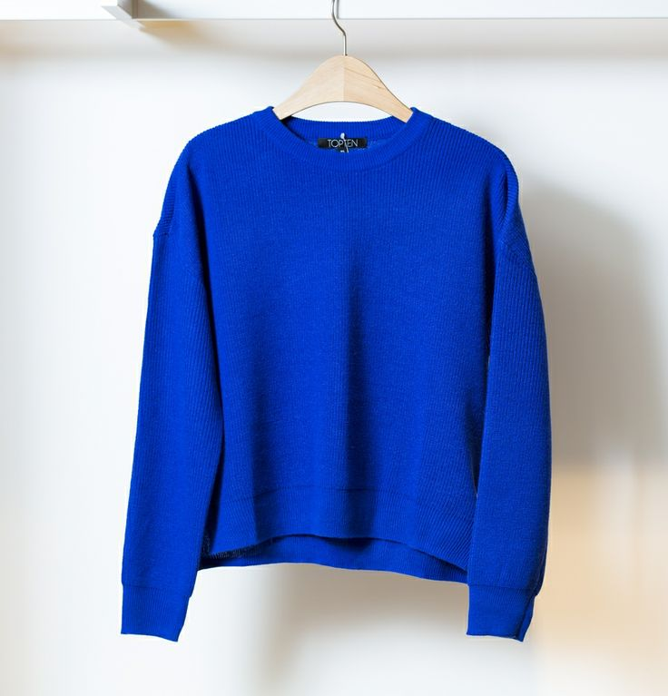 캐주얼한 TOP10 비비드 블루 스웨터. casual TOP10 vivid blue sweater. @현대백화점
