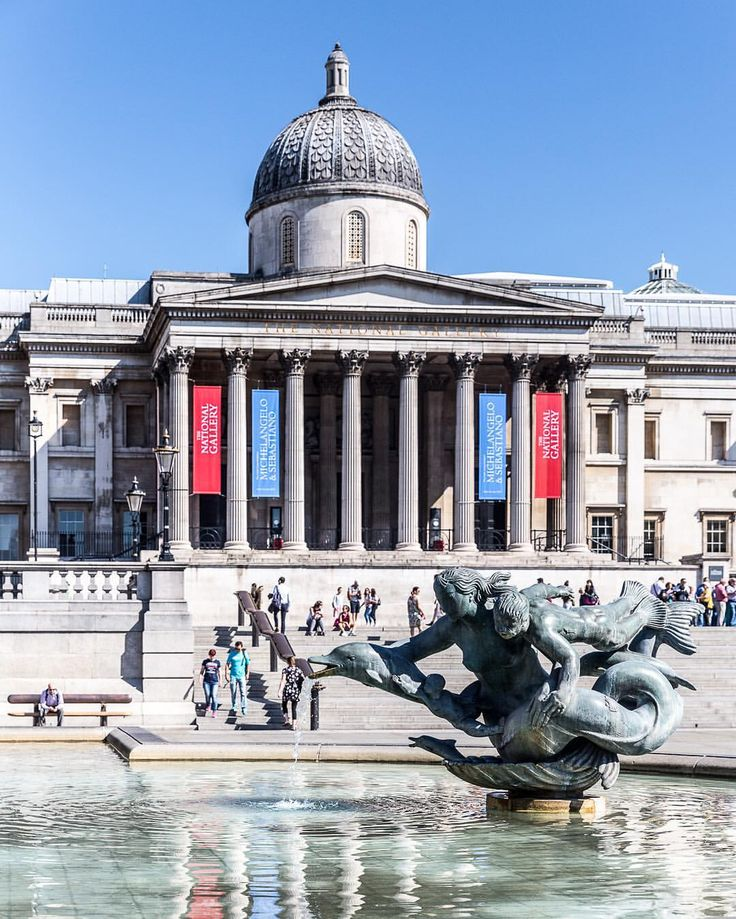 Sunny day in Trafalgar Square, London