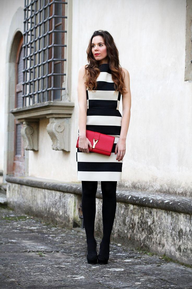 #fashion #fashionista Irene streetstyle settimana della moda milano fashion week vestito righe lanvin decollete tacco alto pochette rossa ysl capelli mossi evento luxottica giorgio armani