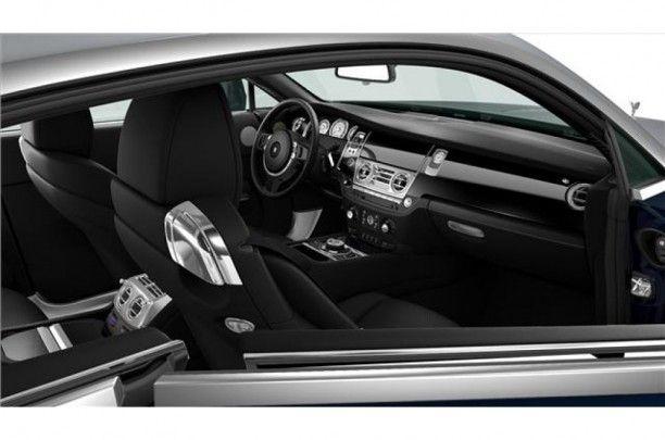 Extra's zoals het verchroomde uiteinde van de verzonken biezen van de stoelen versterken het effect van een auto die is ontworpen voor het leveren van prestaties.