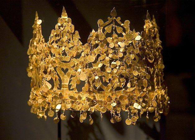 (© Michel Porro/Getty Images) Uma coroa de ouro do século I é exibida é vista na exposição 'Afeganistão Invisível' em Amnsterdam, na Holanda