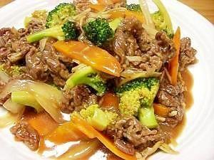 「牛肉とブロッコリーのオイスターソース炒め」アメリカの中華のファーストフードに必ずあるメニューです。こんなかんじの味です。【楽天レシピ】