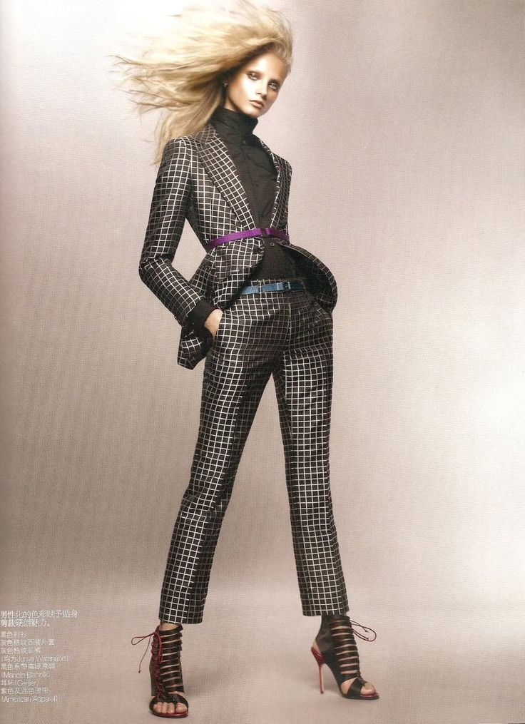 Anna Selezneva in Vogue China March 2010 > photo 77159 > fashion picture. Great fashion pose.