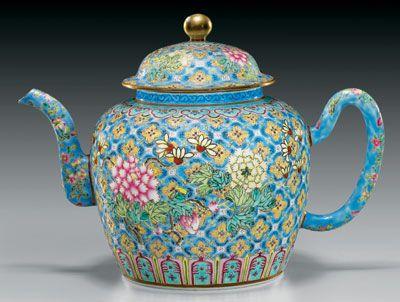 Antique enamel porcelain teapot, Mid Qing Dynasty