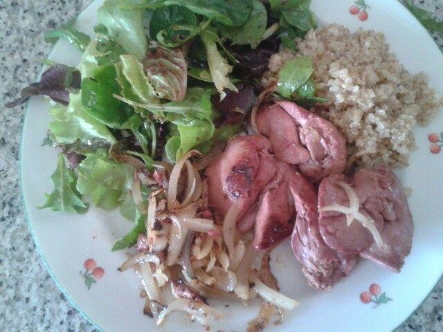 Foies de volaille confits oignons quinoa et salade verte volaille pinterest quinoa - Salade verte composee ...