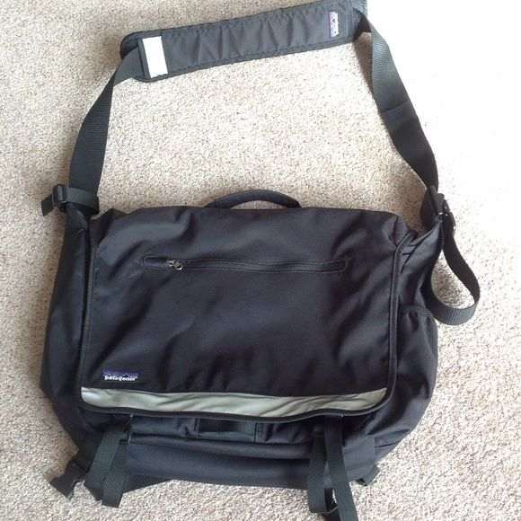 Patagonia bag In excellent condition.                           g Patagonia Bags