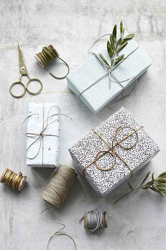 Empaquetando regalos...