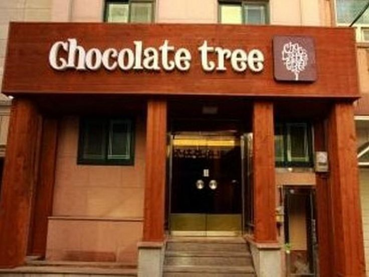 Chocolate Tree Hostel. Book Now: http://www.guesthouseinseoul.org/guesthouse-reviews/chocolate-tree-hostel Chocolate Tree Hostel, located in Shinchon / Hongdae, Seoul, is a popular choice for travelers. The excitement of the city center is only 5.10 Km away. No less exceptional is the hotel's easy access to the city's myriad attractions and landmarks, such as Hongik University Street, Four Seasons House, Dance Clubs-Hongik University Area.