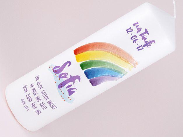**Taufkerze Iris**  Der Regenbogen ist ein faszinierendstes Naturschauspiel und trägt für die Christen eine  ganz eigene, geschichtsträchtige Bedeutung. Im alten Testament schließt Gott mit Noah...