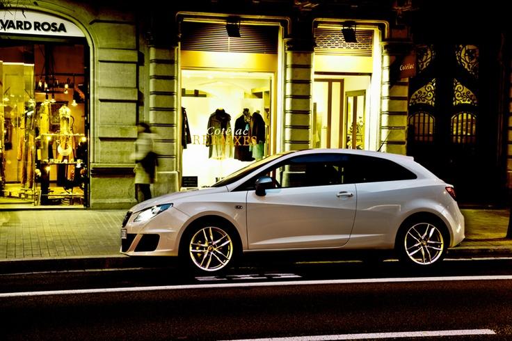 SEAT Ibiza white blanco city