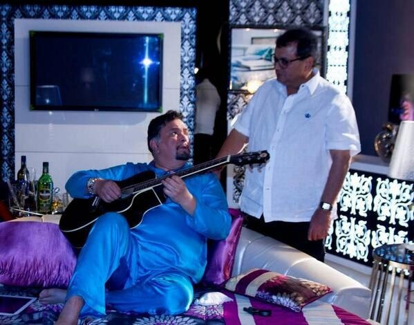 Rishi Kapoor plays the famous tune from KARZ on the first day of Kaanchi's shoot
