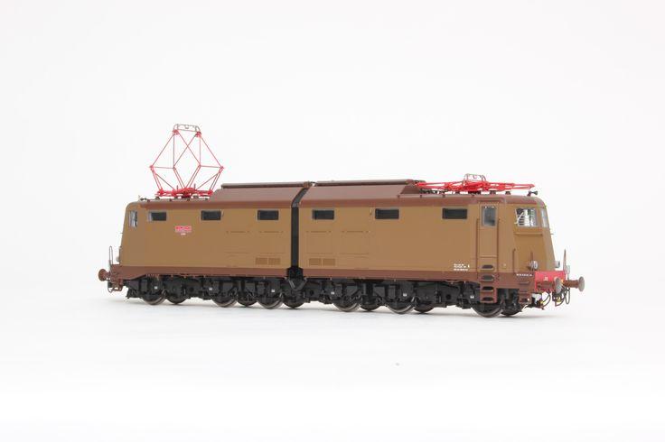 HL2618 Locomotiva Elettrica FS E.636.030 Livrea castano/isabella. Ep. IV-V. Dep. Trieste.