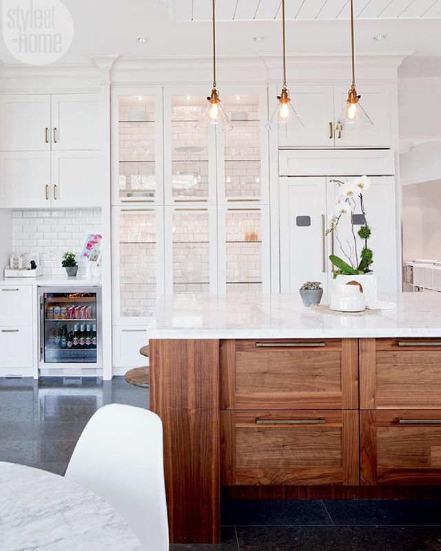 Some awesome mid-week sales happening right now! Details + picks up on Beckiowens.com. Loving this kitchen -- seriously every detail! Kitchen via @styleathome