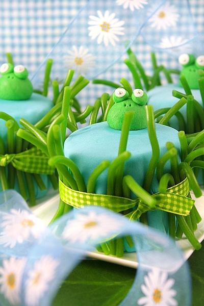 Froggie cakes!