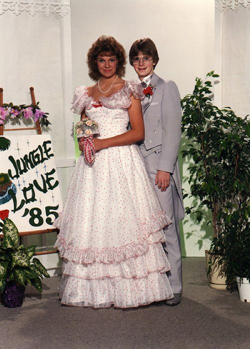 Best Funny Old Photos Images On Pinterest Prom Pictures S - 38 awkward prom photos ever