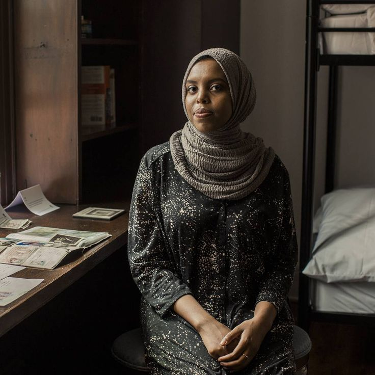 """Knowing Donald Trump was here at the age of four makes me think about where I was at the age of four. We're all kids who are raised to be productive citizens, who have all these dreams and hopes,"" said Eiman, a Somali refugee who came to the United States as a child. 🔸 As world leaders gather in NYC for the #UNGA, we brought refugees to President Trump's childhood home to tell their stories. Find out what happened: oxf.am/2yhKCWh (LINK IN BIO)  #RefugeesWelcome #WelcomeHome"