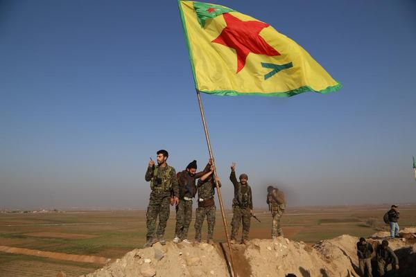 #‎SYRIA‬ and IRAQ NEWS: ‪#‎Kobane‬ ON THE VERGE OF LIBERATION - Today, Monday 26th January 2015, the Kurds are within a whisker of victory at Kobane, forcing the Islamic State to retreat. Also, in southern Daraa province the Opposition have inflicted massive defeats on ‪#‎Assad‬ at several of his bases. *For More ‪#‎Iraq‬ and #Syria News...* http://www.petercliffordonline.com/syria-iraq-news-4 PIC: The Kurds Plant Their Flag at the Recaptured Eastern Edge of Kobane: