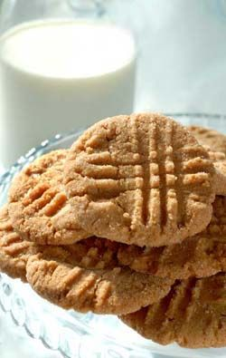 Gluten Free Peanut Butter Cookies | Gluten Free Recipes | 1 cup creamy peanut butter 1 cup granulated sugar plus more for rolling the cookies in 1 large egg – lightly beaten with a fork 1 teaspoon [gluten free] baking powder 1 teaspoon [pure] vanilla extract...   Read more at glutenfreerecipebox.com/gluten-free-peanut-butter-cookies/ © Gluten Free Recipes | Gluten Free Recipe Box