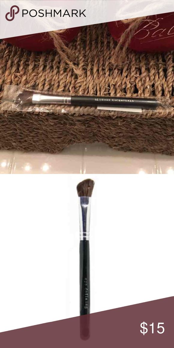 I.d. Bare Escentuals eye defining brush Brand new in package Bare Escentuals Makeup Brushes & Tools