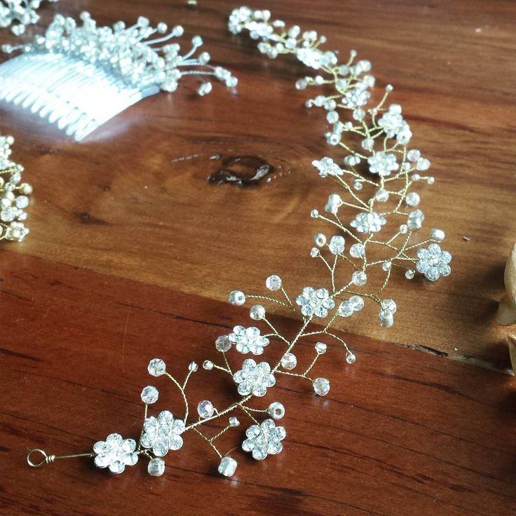 #tocado de #novia #hechoamano #Chile #hairvine #bridal #tiara #peine #Matrimonio Tocados de Novia Flora y Fauna