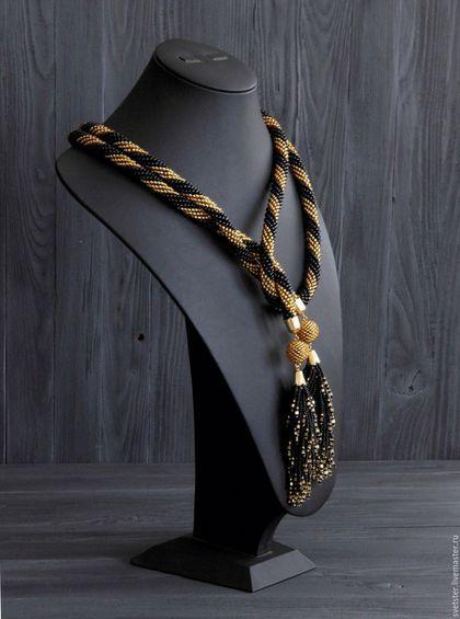 Купить или заказать Лариат золотисто-чёрный в интернет-магазине на Ярмарке Мастеров. Многофункциональное украшение-трансформер, которое Вы сможете носить как пояс, так и в качестве украшения на шею в виде стилизованного галстука, шарфика(стильно смотрится скрученным вместе с текстильным или трикотажным шарфиком), либо жгута-колье. У лариата очень красивые и приятные на ощупь кисточки-хвостики из бисера. Длина вязаной бисером части без кистей 120см.