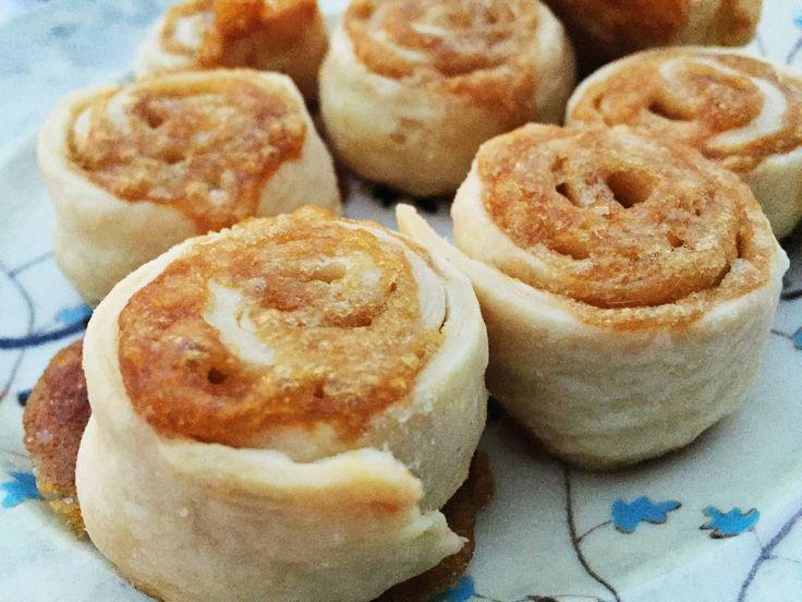 Je pense que ce que j'aime le plus dans le fait de cuisiner de la tarte, c'est de faire des pets de soeur avec les restants de pâte...