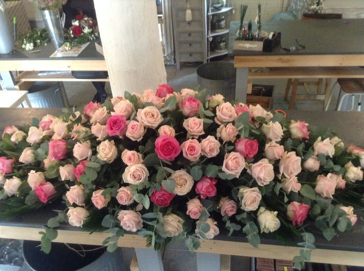 pink rose funeral spray, pink roses casket spray, mixed pink roses. www.thefloralartstudio.co.uk