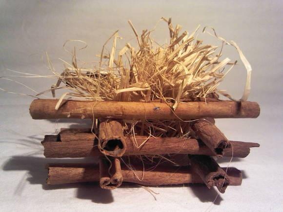 folgueira artesanal de canela pequeno  Dica:  Pode ser usada como forminha de doces para decorar a mesa. R$ 4,00
