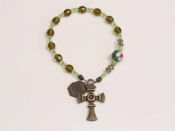 Dezena Mãe Peregrina de Schoenstatt-3 <br> <br> Dezena Cristais Verdes 10m/m,3m/m,6m/m,Cristal Flat Fumê,Clozonê,Banho Ouro Velho,Medalha Mãe rainha. <br> <br> <br>Disponibilidade Imediata. <br> <br> <br>Mãe Rainha