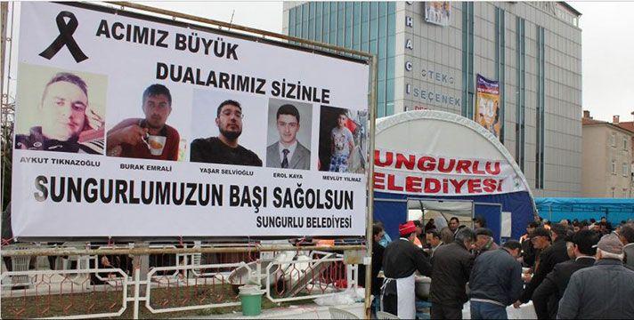 Cuma namazından sonra Atatürk Meydanında yemek verildi. Atatürk Meydanına kurulan taziye çadırında kazada hayatını kaybedenlerin aileleri taziyeleri kabul etti.