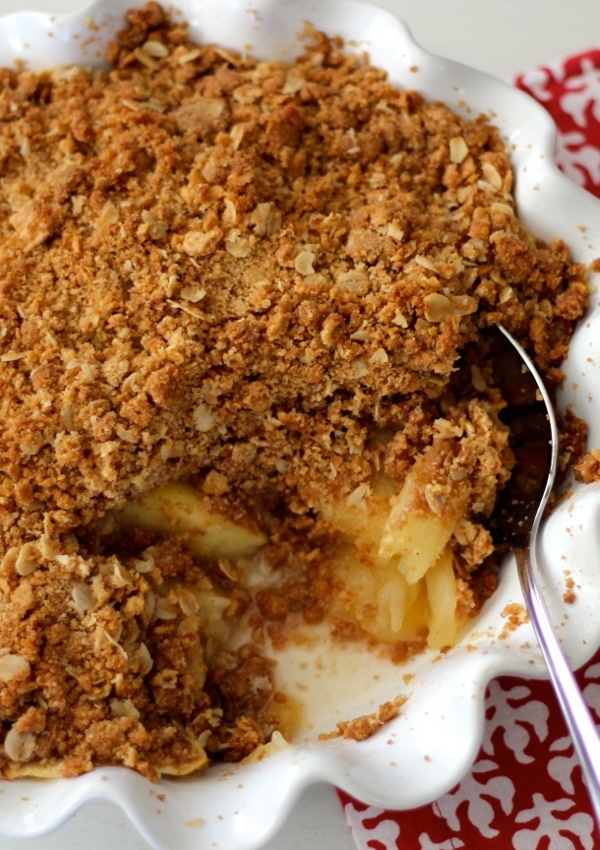kelly's apple crisp {old-fashioned oats, graham crackers, & brown sugar crunchy topping}
