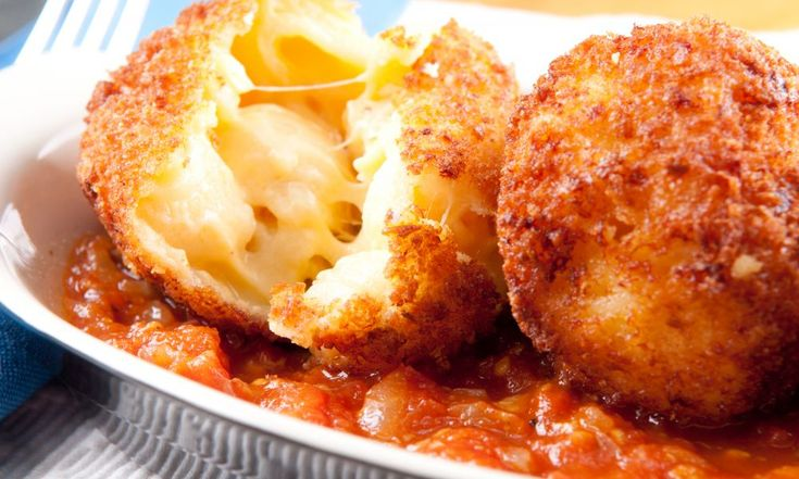 Club ChefMan: Recipes, Tutorials, Community Engagement to help cook like a pro. Get engaged, Fall in love - Mac N Cheese Balls