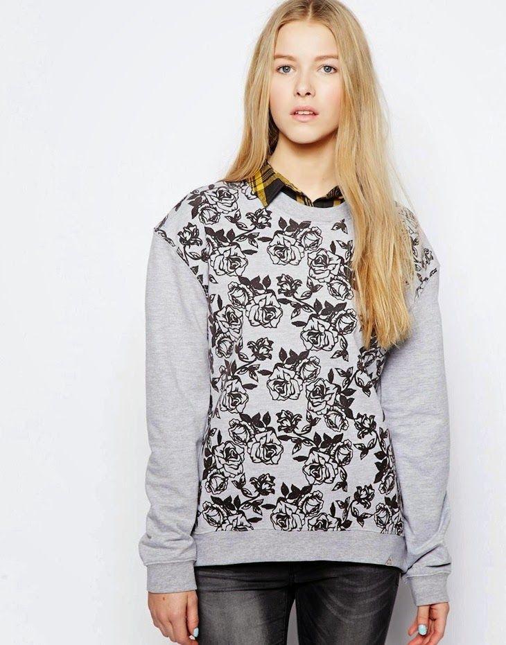 #roses #floral #top #fashion #girl# #denim #sweatshirt   #green #jeans #shopping #cool #croptop #asos #fashionblog #fashionblogger #peacock   Camicia denim shirt ,felpe top verde scuro, stamp rose color pavone, sweatshirts and top, rose print, crop sweatshirt, asos , fashion blogge...