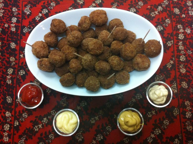 Receta facil para hacer deliciosas albondigas de carne ideales para servir como aperitivos Suscríbete a mi canal de Youtube: http://bit.ly/WPD0Cz Sígueme en ...