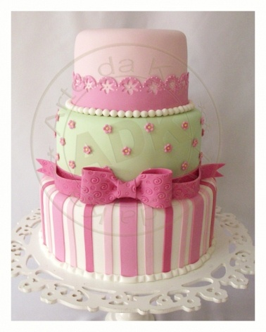 Bolo rosa e verde: Green Cakes, Bolo Rosa, Amazing Cakes, Cakes Inspiration, Eating Cakes, Bm Cakes, It Was Fake, Baby Cakes, Birthday Cakes