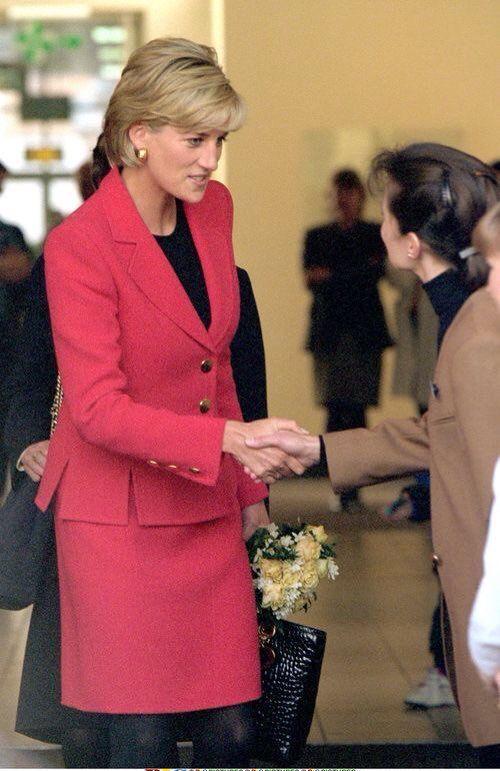 5 February 1997: Diana, Princess of Wales visiting St. Johns Wood Hospice, London