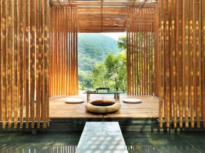 Great Wall House, China. By Kengo Kuma & Associates. www.commune.com.cn   The Bamboo Wall House was completed in 2002 as part of a multi-dwelling project near Beijing. Requirements were to use local materials and conform to the topography, and Kuma chose to make maximum use of inexpensive bamboo normally used for construction scaffolding in China.