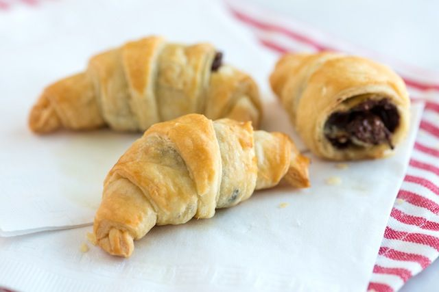 Sinfully Easy Chocolate Croissant Recipe – 30 Minutes.  Like chocolate filled donuts but easier to make.