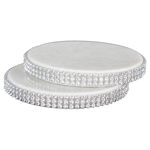 Härliga glasunderlägg i marmor att placera ut under dina snygga glas. Dessa underlägg har också en underbar och stilren kant med kristaller längs med. Våra glasunderlägg i blå marmor är framtagna av 100% svensk marmor och är mycket tåliga mot vatten. Boldliving.se