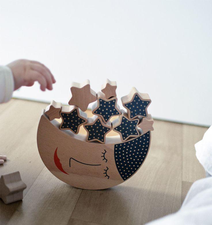 """""""Po raz kolejny potwierdziło się, że najprostsze zabawki sprawiają najwięcej radości.""""   Do kupienia tu: https://madamnamnam.pl/zabawki-drewniane/41-ksiezyc-i-gwiazdy.html  #dzieciusiowo.pl #madamnamnam  Źródło zdjęcia: http://dzieciusiowo.pl/drewniane-zabawki-shusha-ksiezyc-i-gwiazdki/"""
