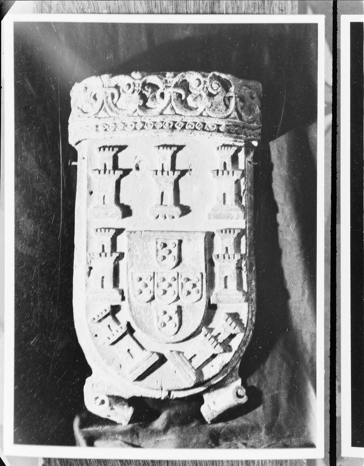 Escudo português  Exposição de Arte Portuguesa realizada em Londres na Royal Academy of Arts, Outubro 1955-Fevereiro 1956.  [CFT003 008359.ic]