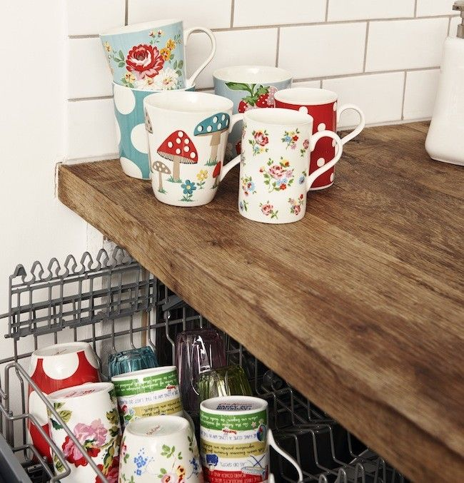 Cath Kidston or Greengate mugs and a dishwasher