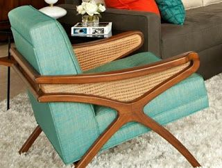 Mid -Century chair love!  Ooooh that's pretty nice.