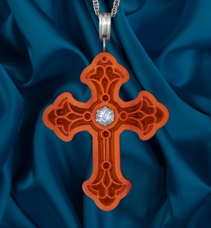 Crucifixo com Topázio Azul Sky, prata 950 em Peroba Rosa reciclada da obra de recuperação do teto da Igreja de Nossa Senhora da Conceição - Vila Arens em Jundiaí - São Paulo Tamanho 40x60x7mm