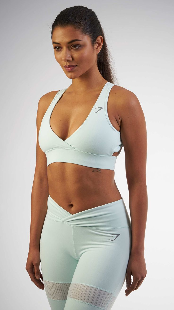 The most flattering Sports Bra you could possibly own. With a low-cut front, the Cross Back Sports Bra in Duck Egg is your new favourite from the Gymshark by Nikki Blackketter collection.