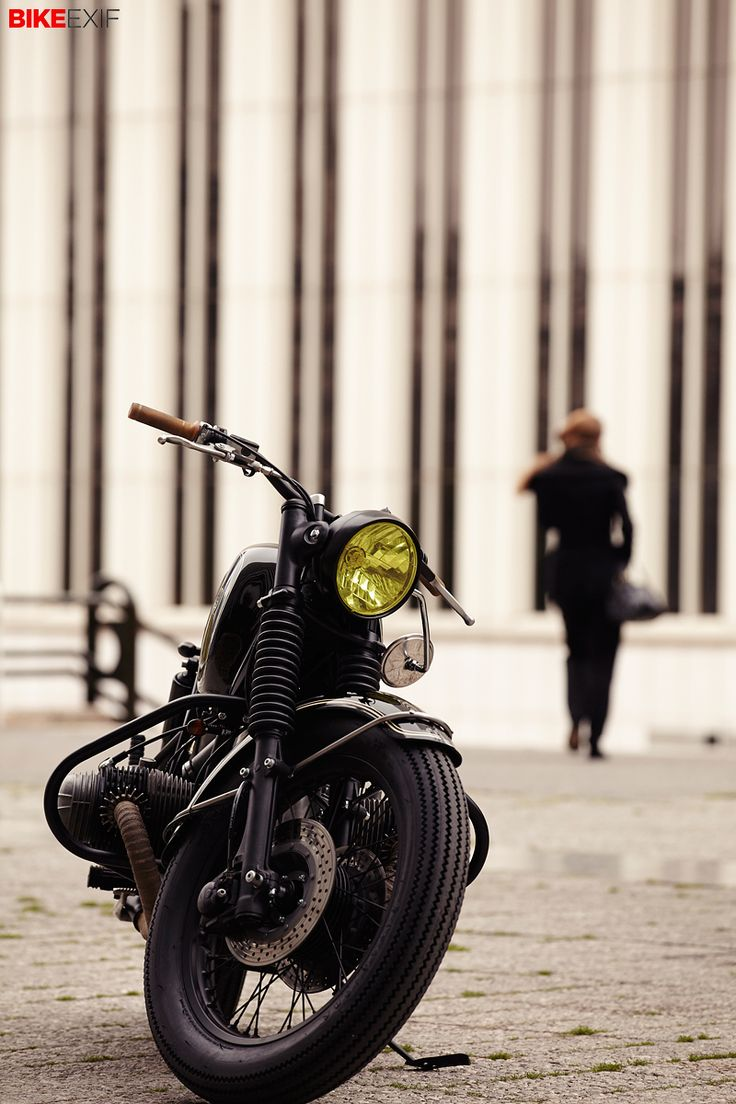 Some custom motorcycles are so outlandish that they grab your attention immediately. Others are so understated and classy that, once you notice them, you can't look away. Like this BMW R90/6 from the Spanish builder Cafe Racer Dreams.