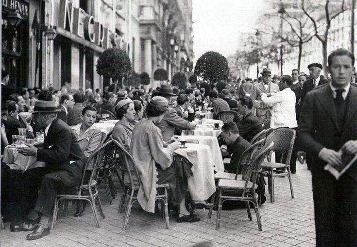 Cafeterias en la calle Alcalá. 1935 http://ibytes.es/blog_historia_de_madrid_fotografias_1907-1965.html